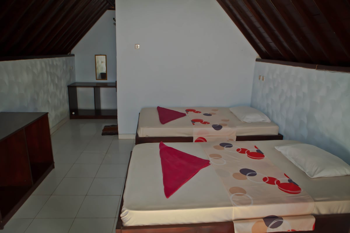 Bungalow with twin beds