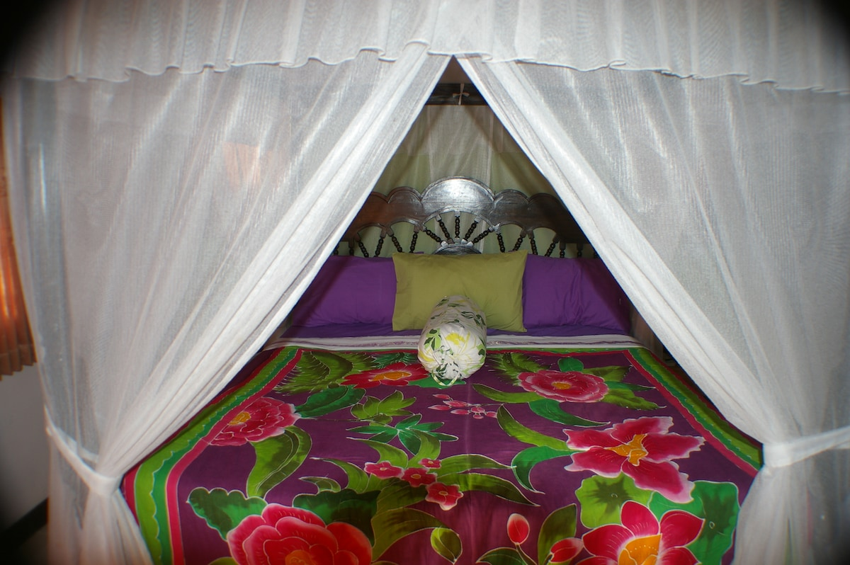 King size comfortable 4 poster bed with netting and air-con