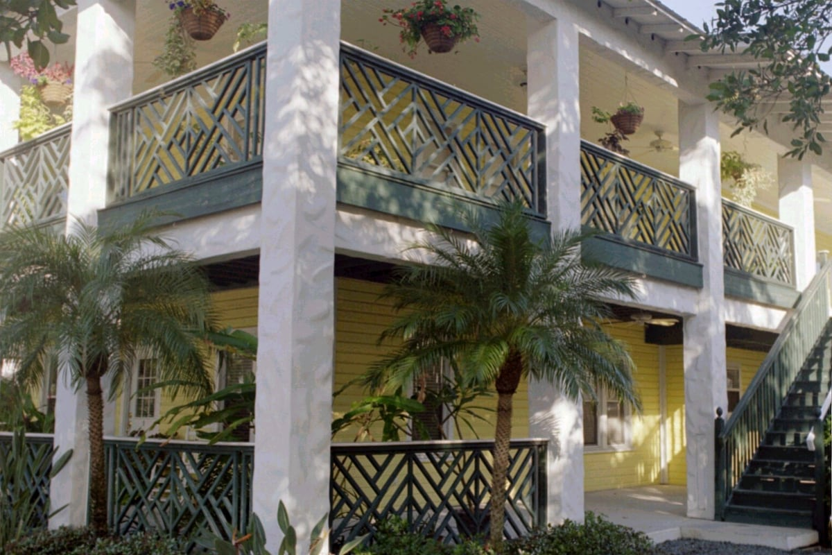 "Historic ""Key West"" style Apartments, in the Heart of Downtown Melbourne Beach"
