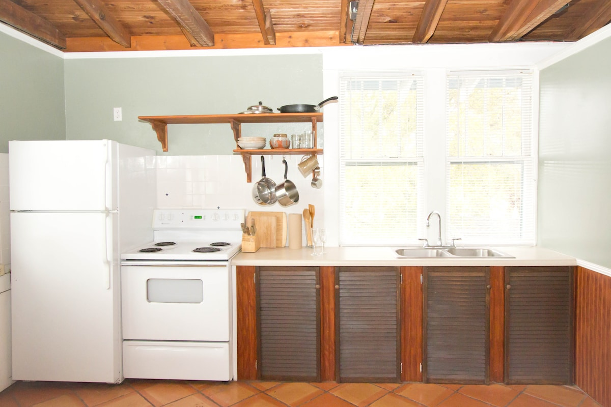 Full size refrigerator, stove, sink, cabinets