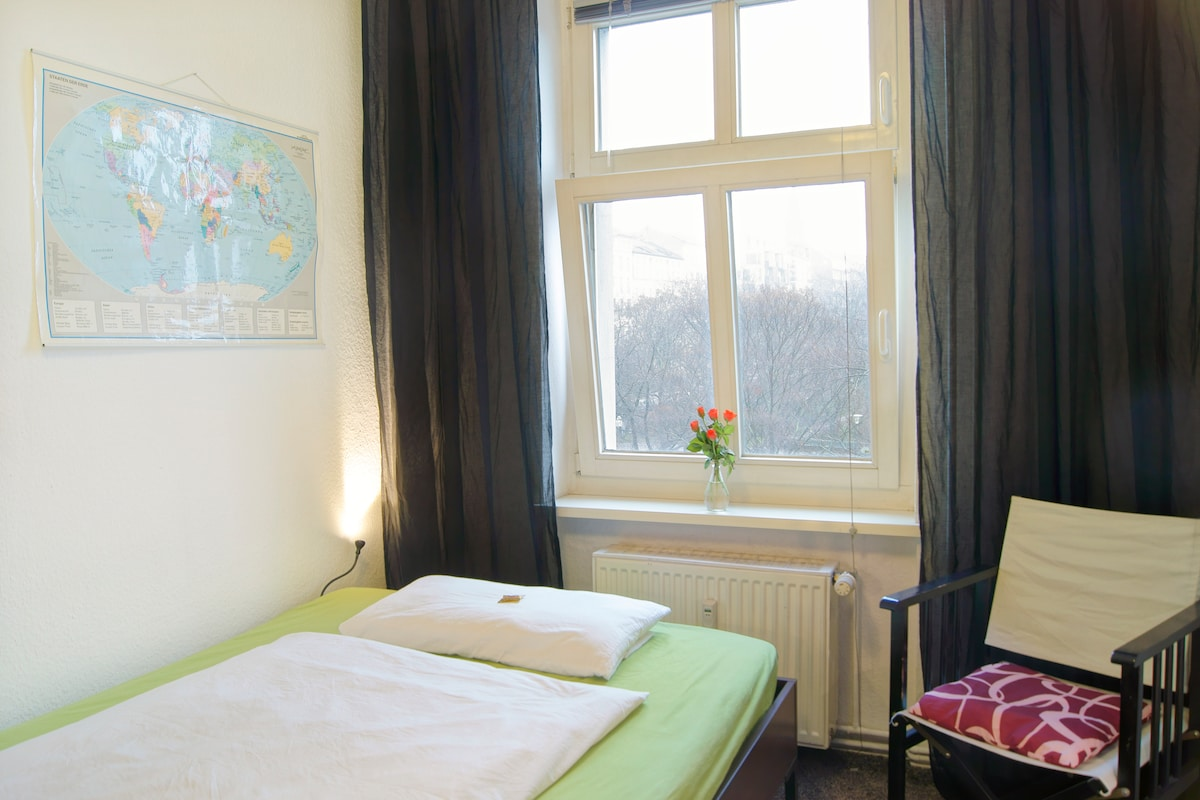 Das zentrale Berlin Mitte Séparée / The Central Berlin Mitte Séparée - A big steel STORAGE RACK in front of the bed was temporarily removed just for the photo!