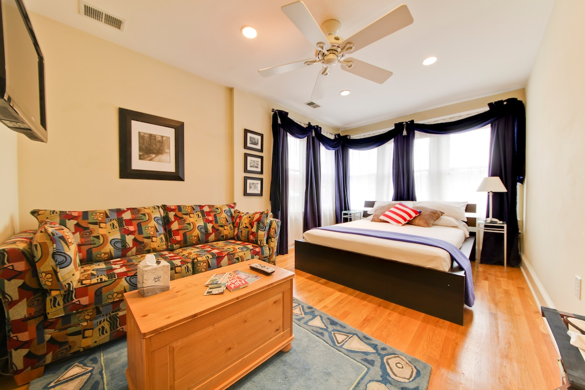 Spacious master suite in Dupont!