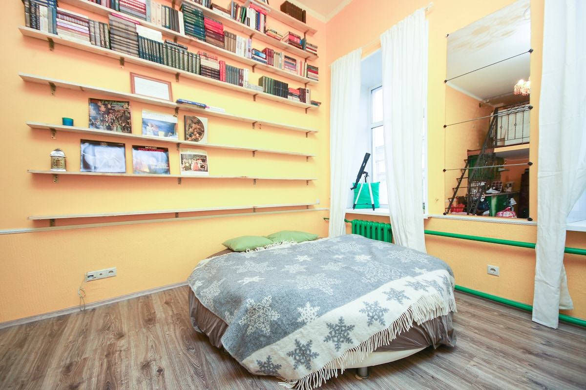 Двухэтажная студия с сауной в центр