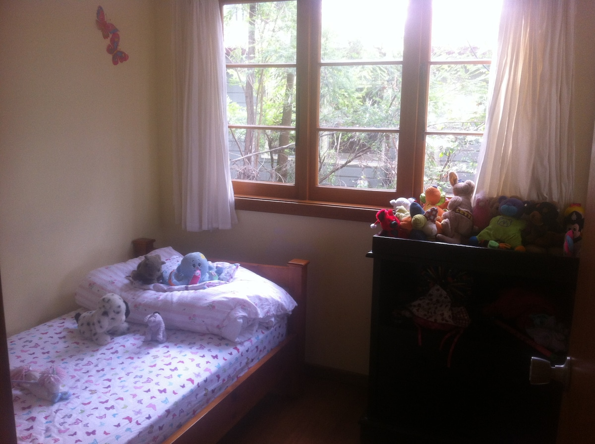 Room 2 - single bed available upon special request - best for little ones!