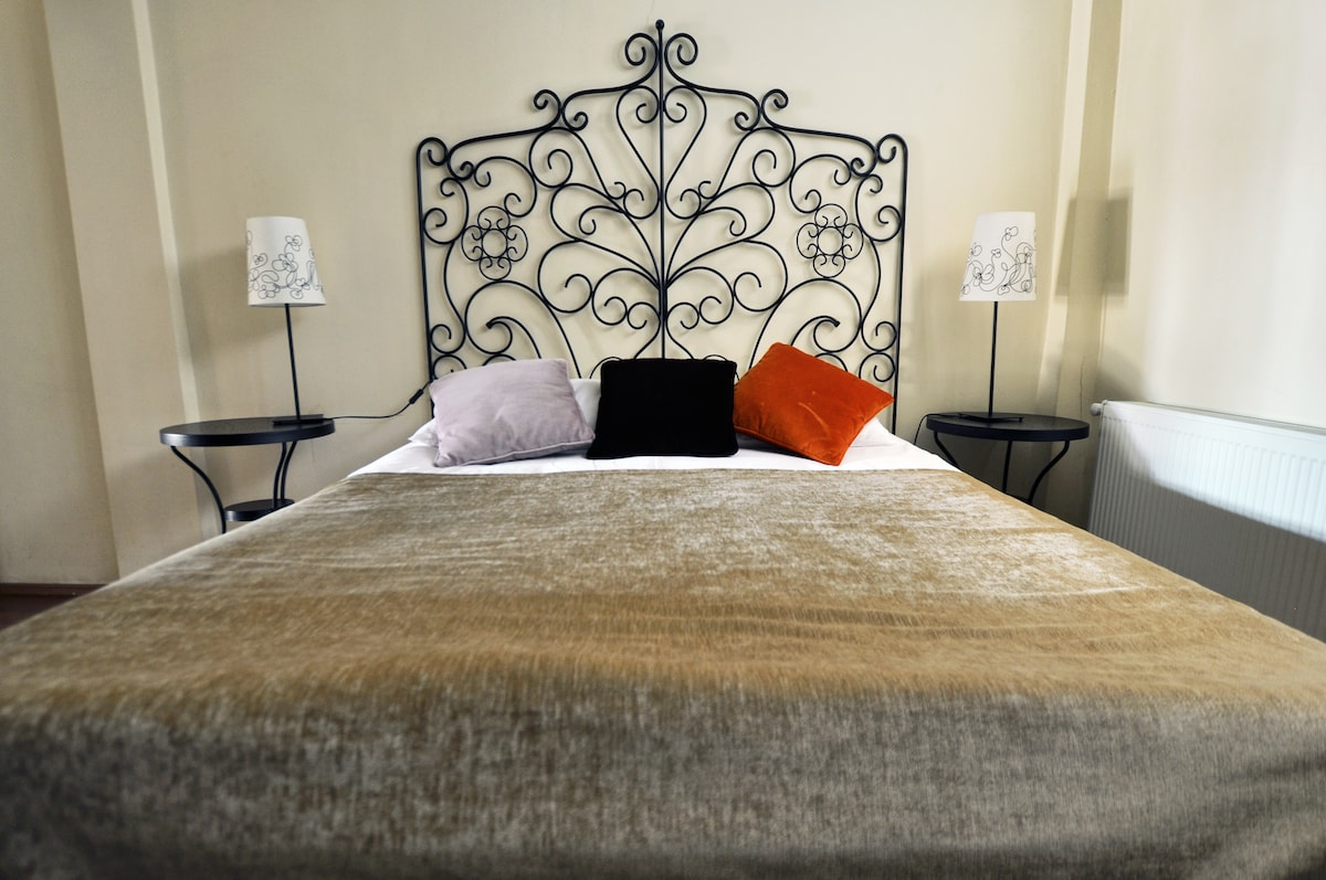Double bed at the entrance
