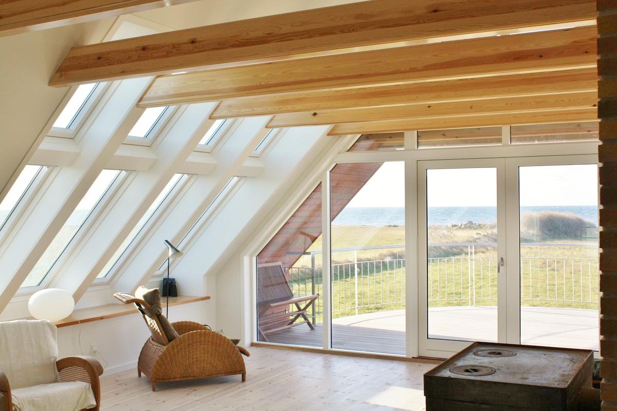 Oceanview livingroom and terrace