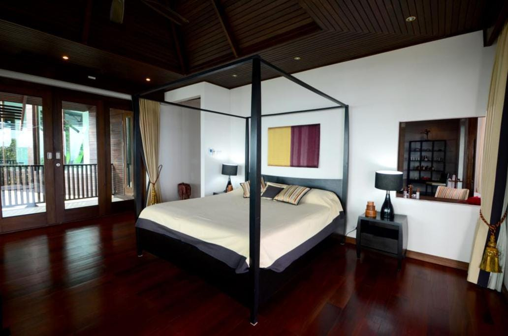 Huge bedroom suites with seaview balcony and private ensuite bathrooms plus seperate lounge