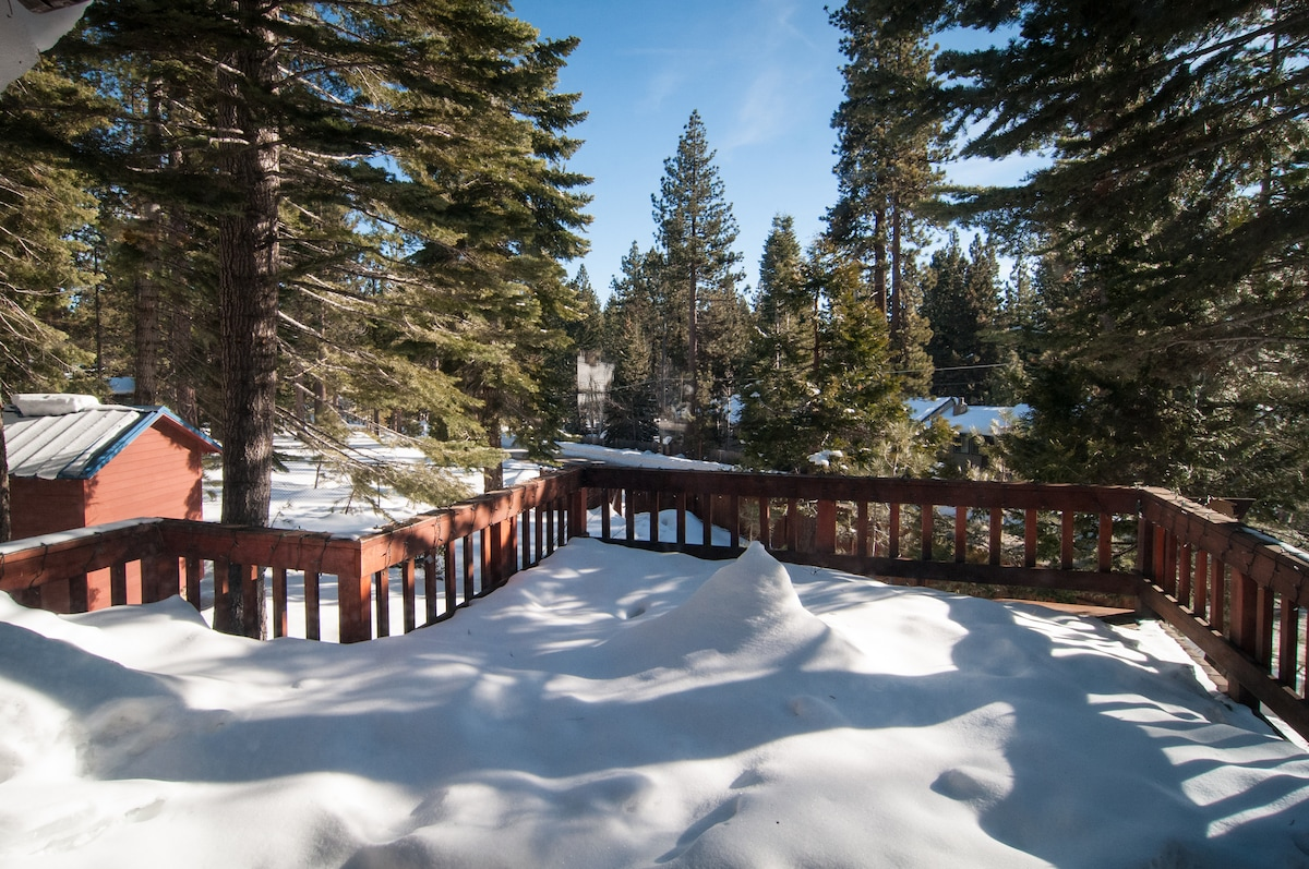 Wonderful sunny deck with peek of the mtns.  Great for your barbeque/