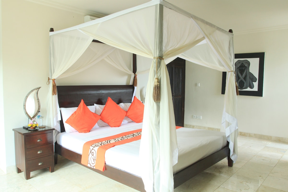 Bedroom - poolside