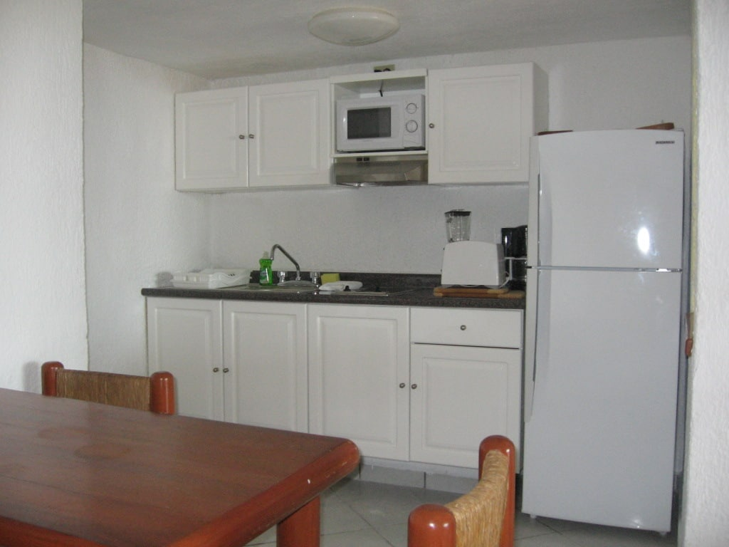 Fully Equipped Kitchenette. Microwave, Toaster, Blender, Coffee Maker, 2 Burner Grill, Fridge