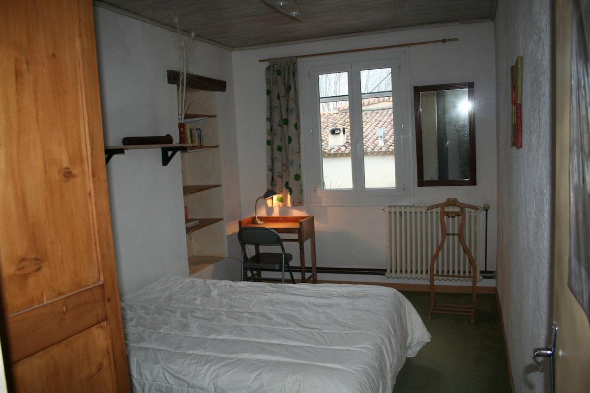 chambre 2 avec 1 lit à 2 places