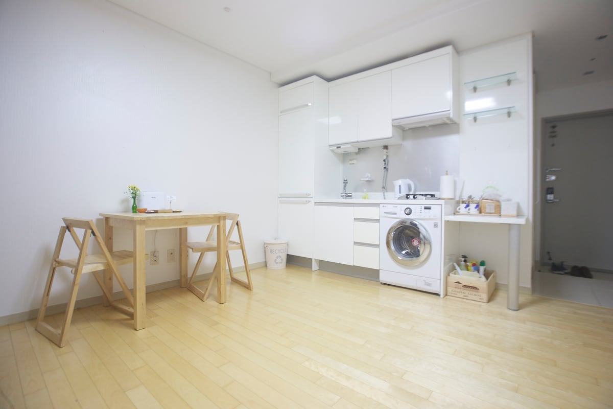 laundry machine, Microwave, etc are well equipped