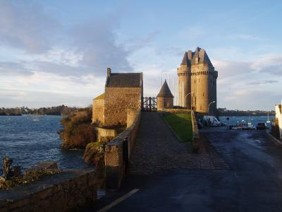 3 rooms in St Malo on the beach