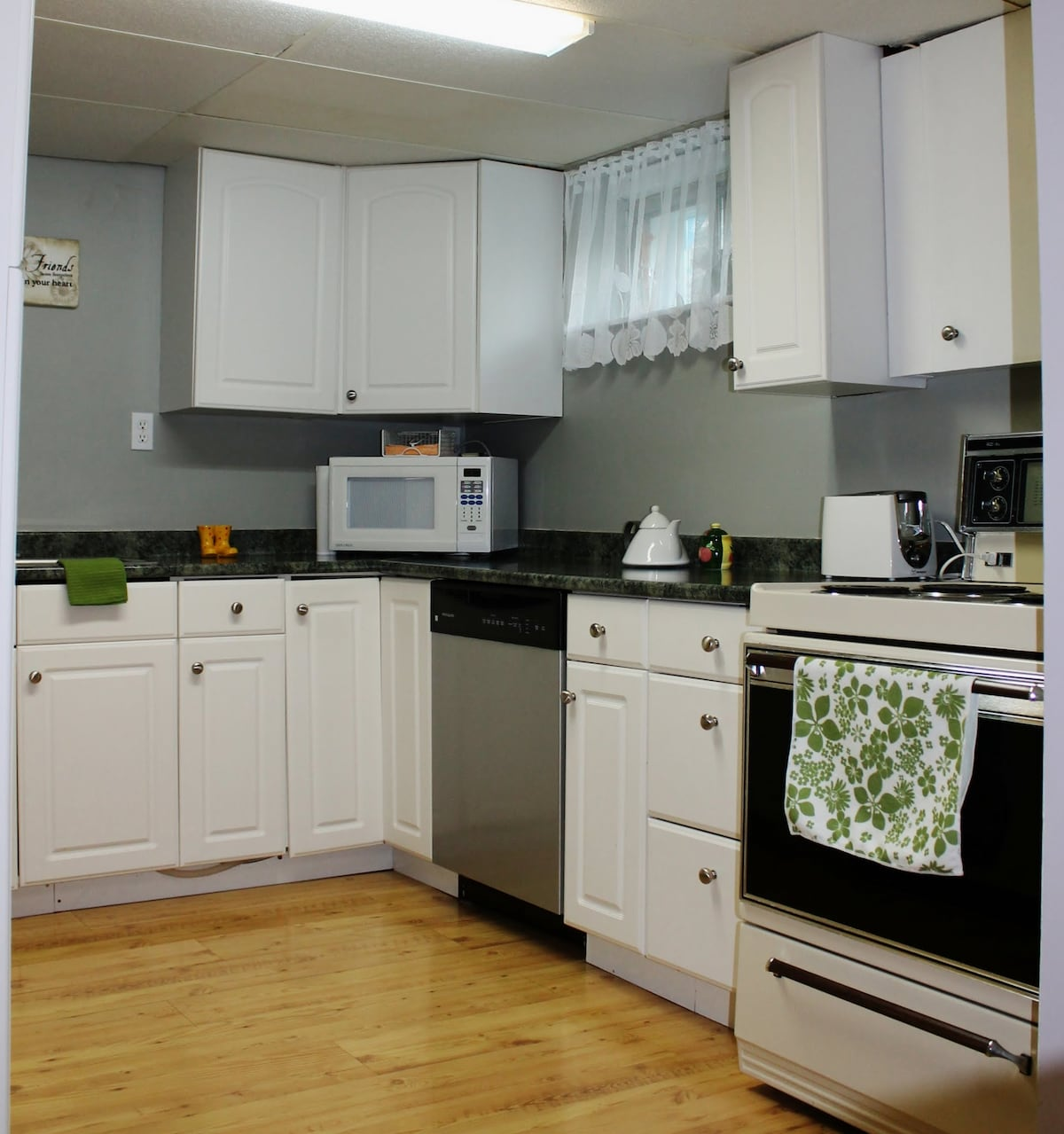 Large U shaped bright Kitchen -  2 windows
