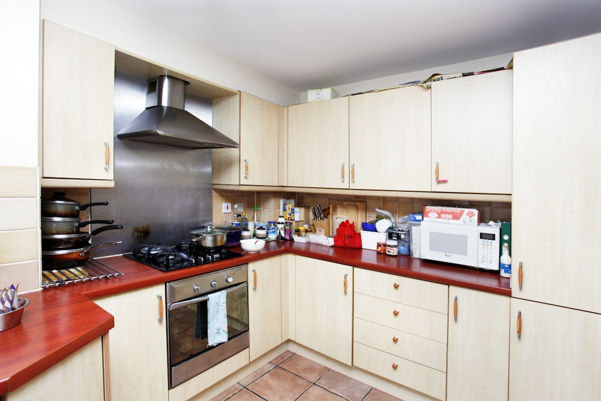 Fully equiped kitchen, washing machine, oven, microwave.