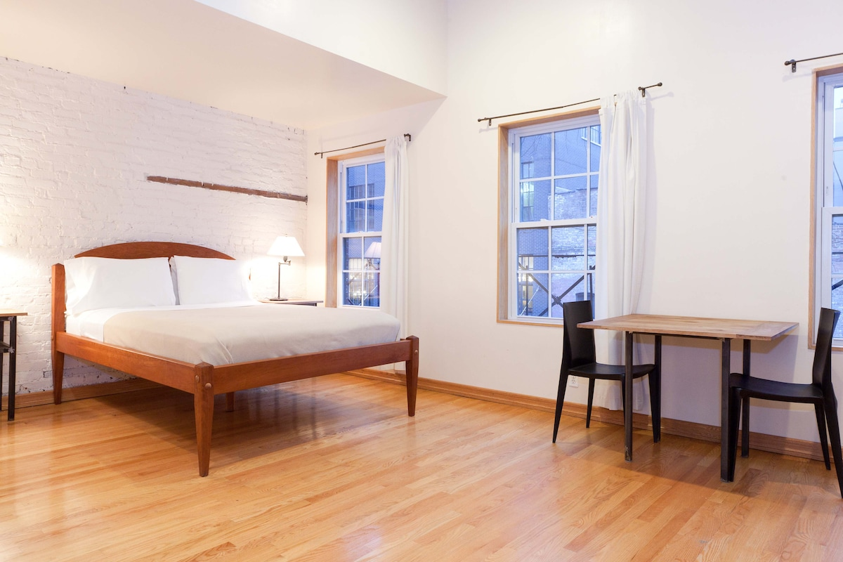 STUDIO APRTMENT WITH QUEEN BED