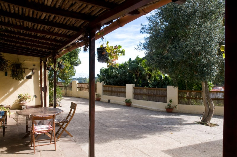 Great terrasse with hamacs, umbrella and table to enjoy the tranquility