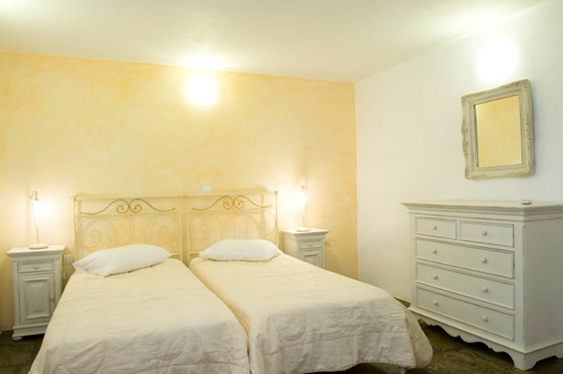 A large and comfortable bedroom with 2 single beds or a double bed and AC!