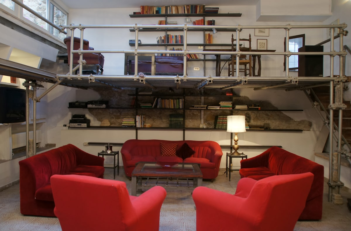 A glamorous loft in Rome downtown