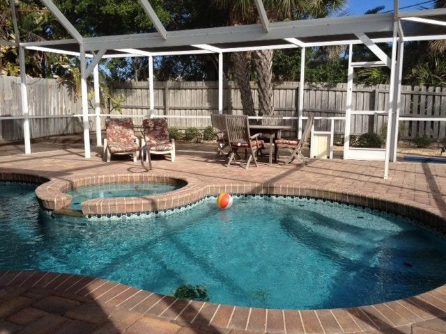 Heated Pool & Spa in tall screened porch