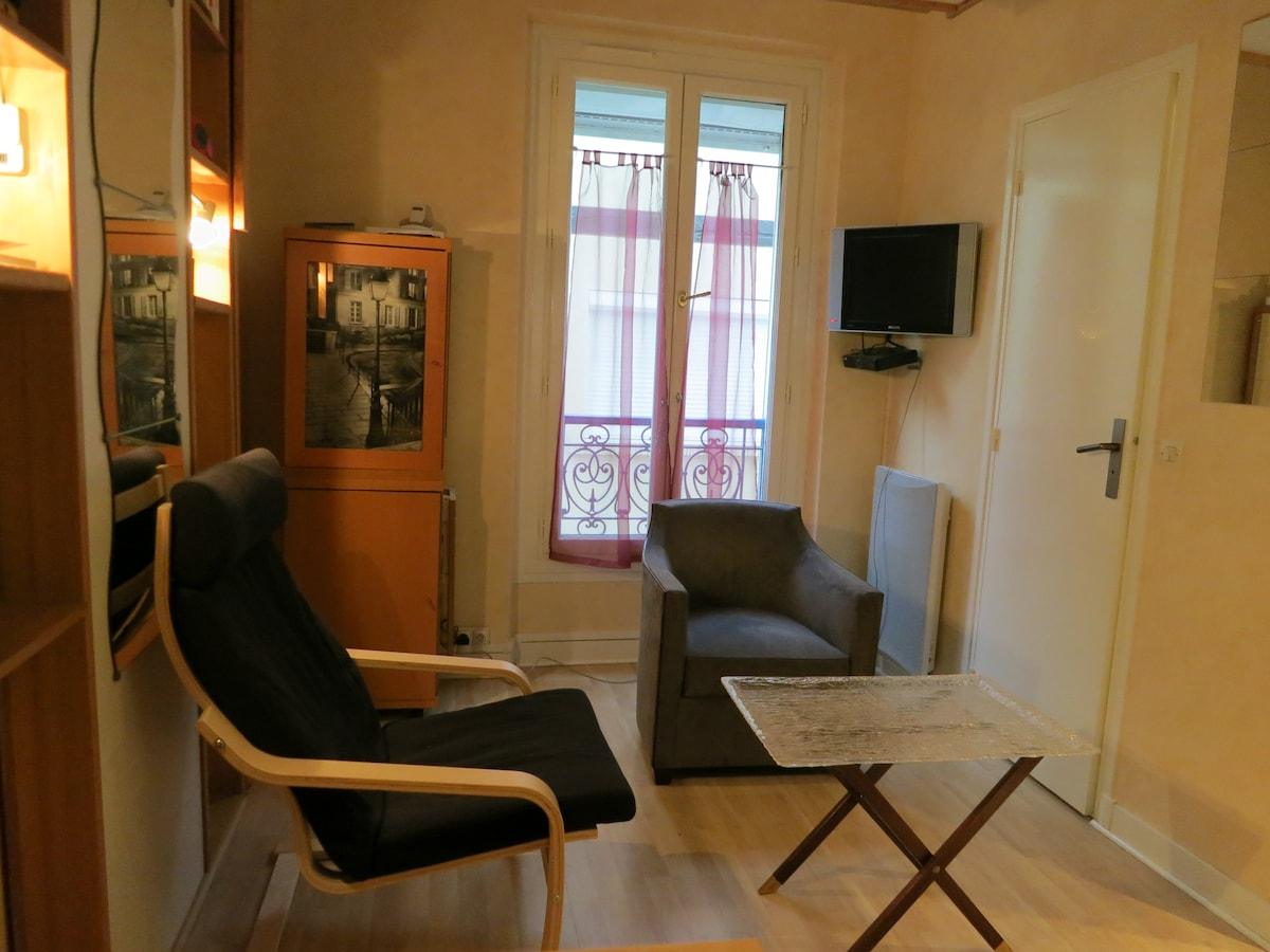 studio in a good area of Paris