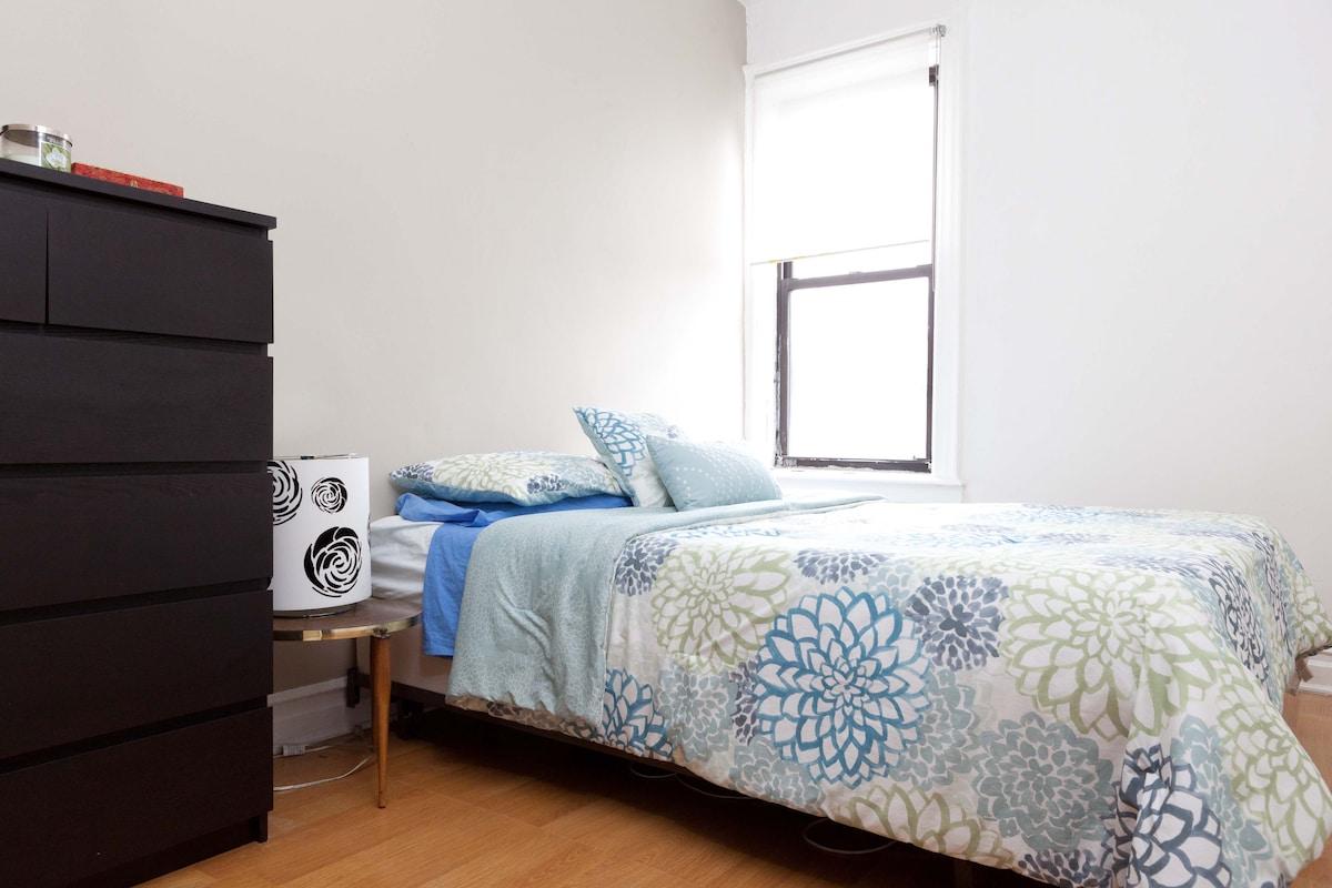 ASTORIA!! GREAT 1 BEDROOM APARTMENT