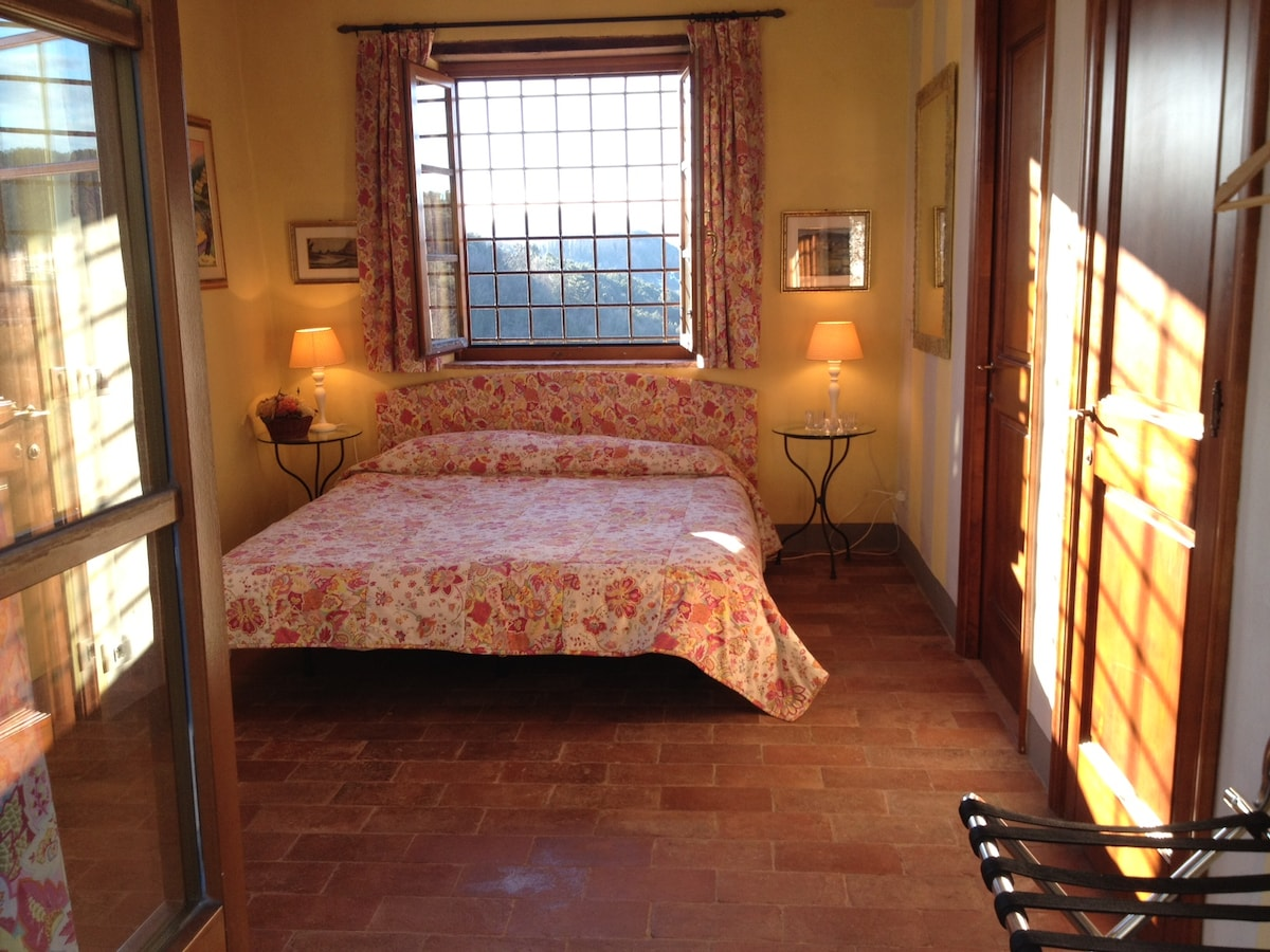 Bedroom seen from entrance