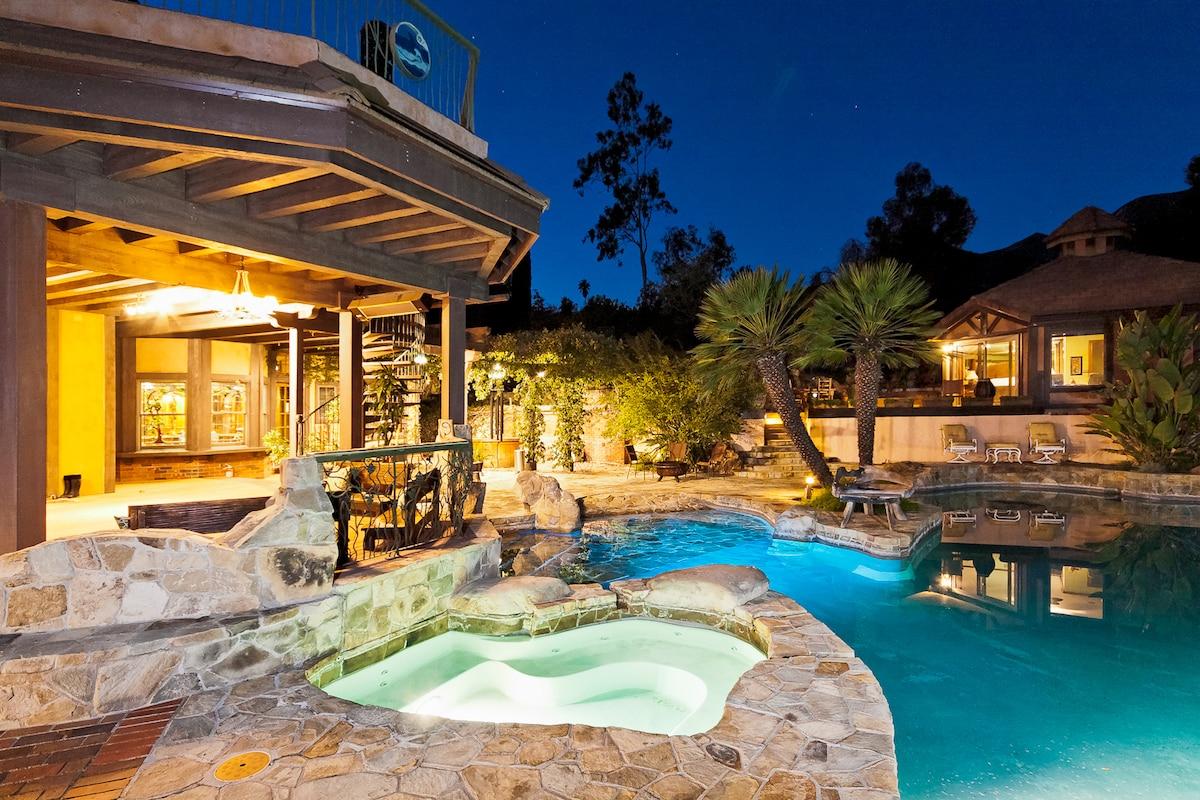 Luxurious 2bd/2ba suite, Pool & Spa