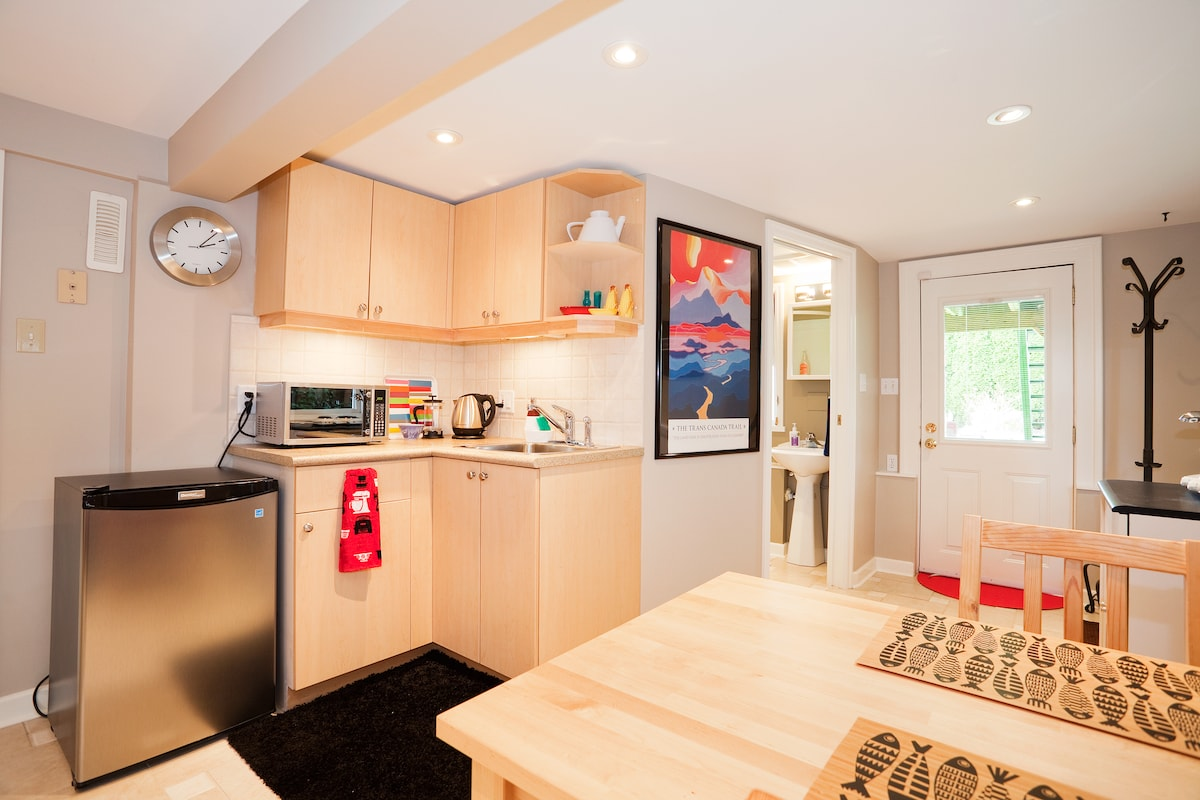 Corner kitchen with fridge, hotplate, microwave, kettle and coffee and tea at the ready