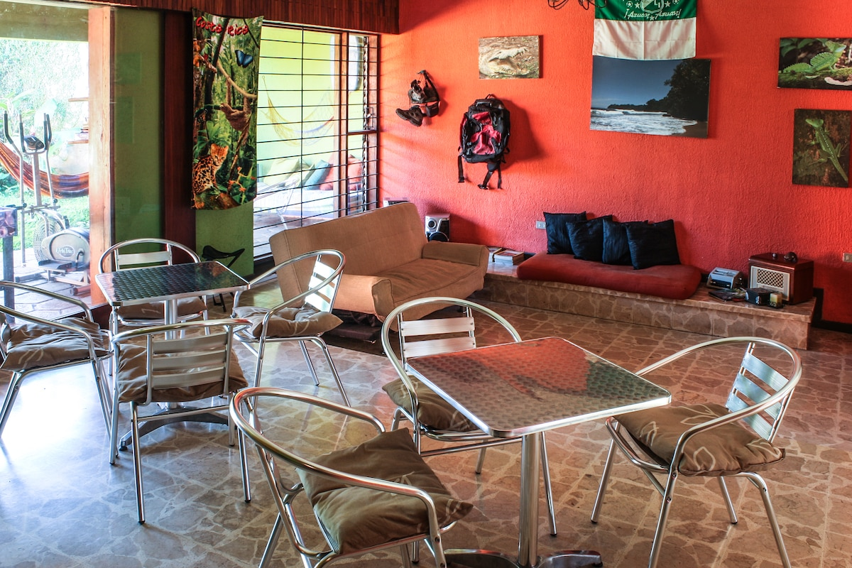 Nomadas Backpackers Private II
