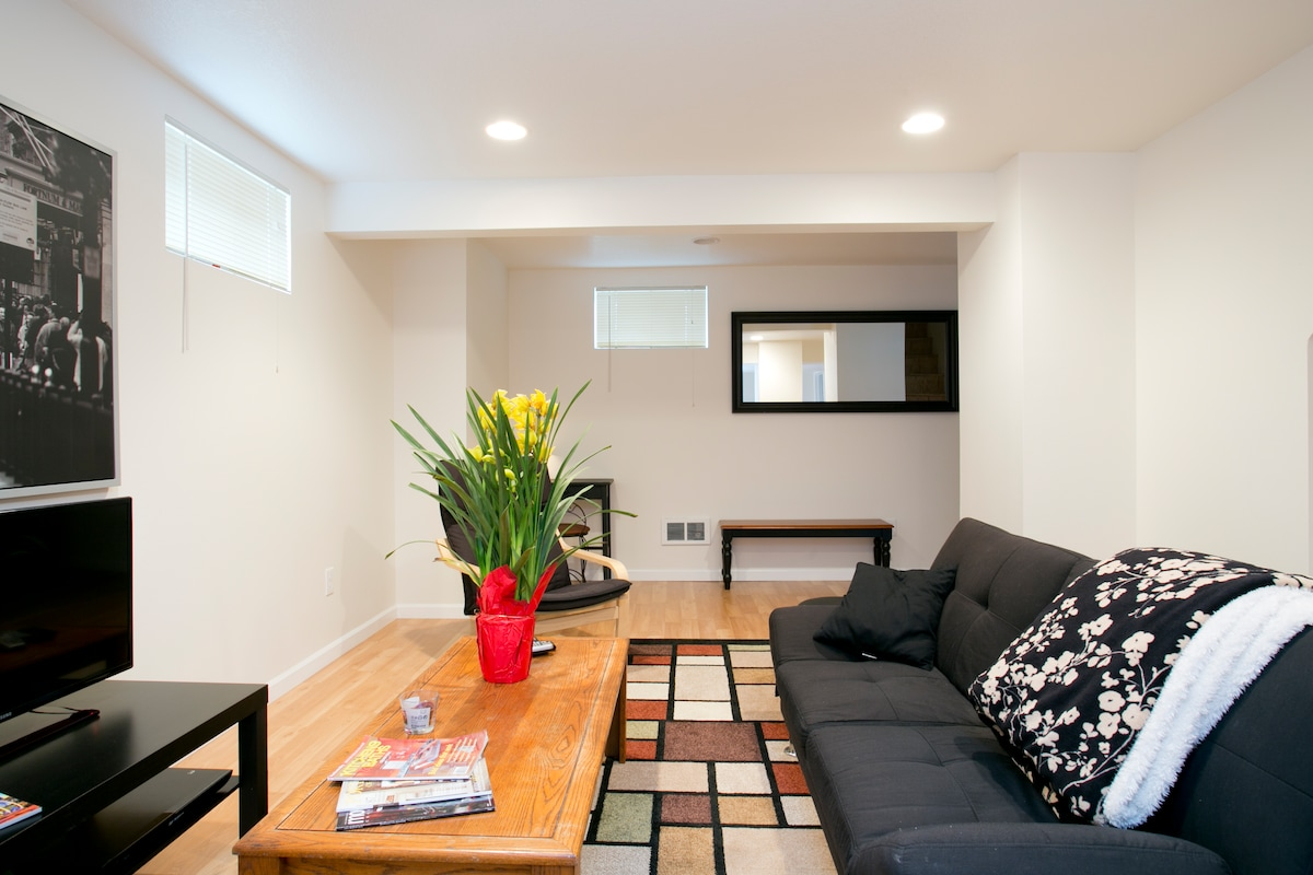 Even though it's a basement apartment it has several windows that allow lots of natural light into the unit.