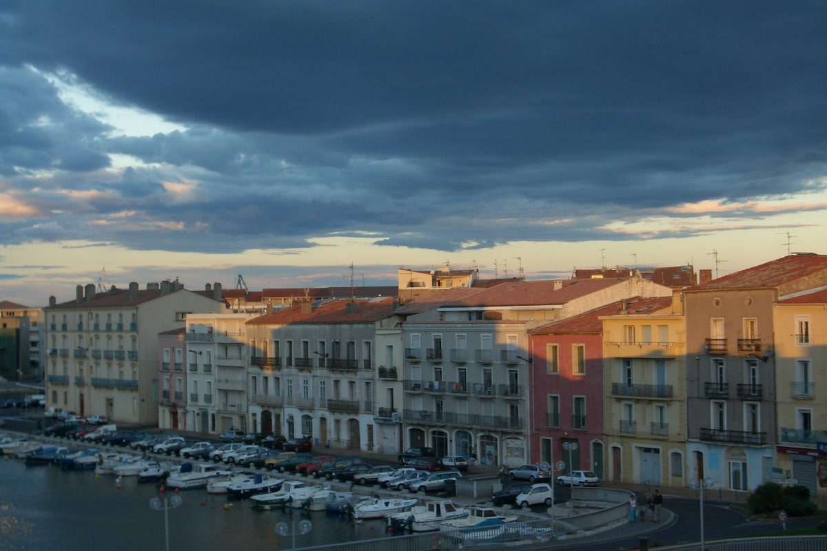 Sete / vue sur le canal, les toits
