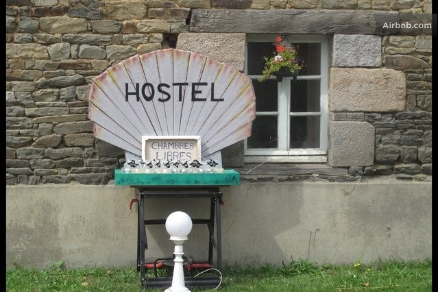 THE HOSTEL: It's a Bed in the Baie!