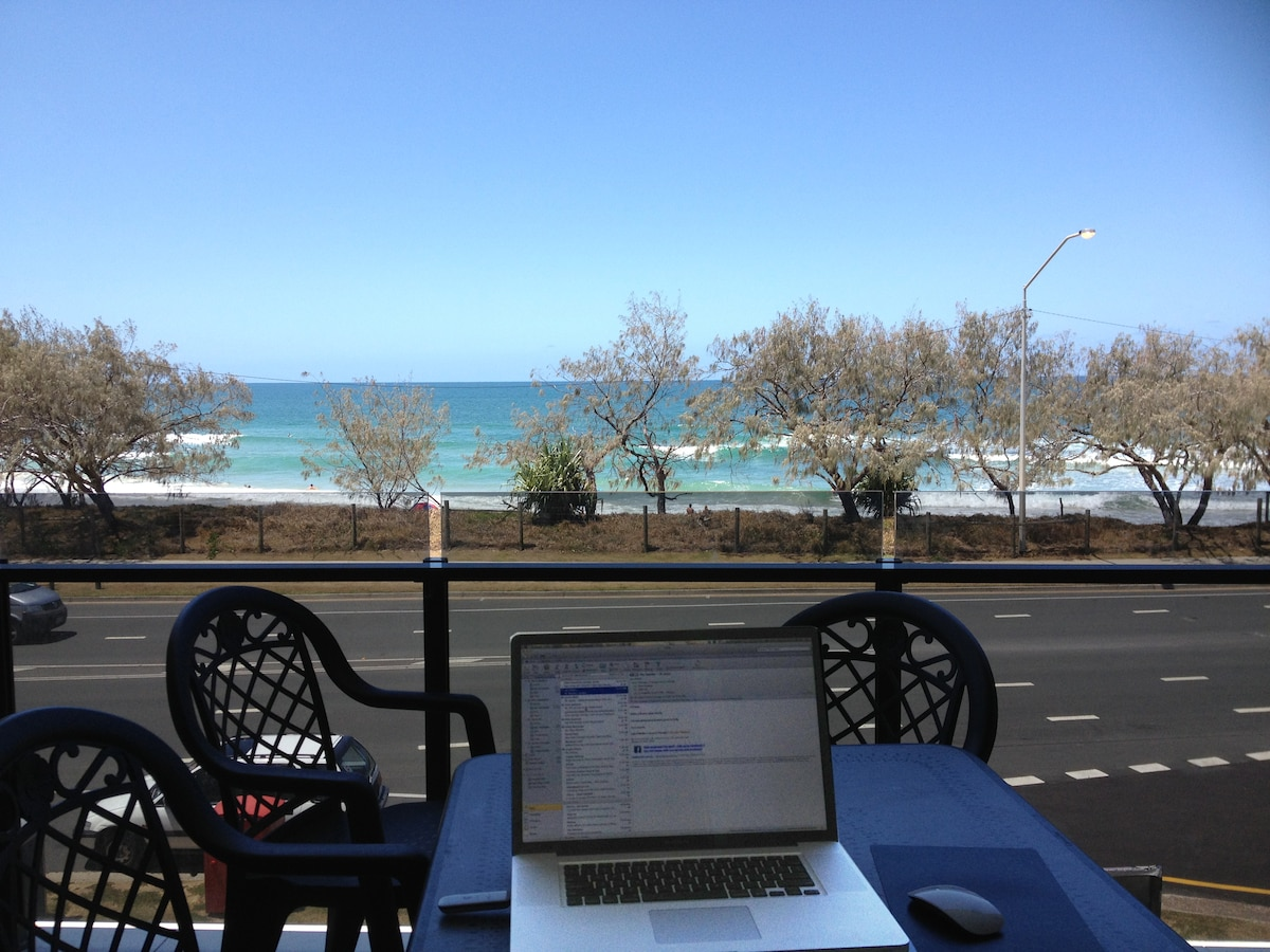 High speed wireless internet keeps you in touch with the world whilst you enjoy the view.