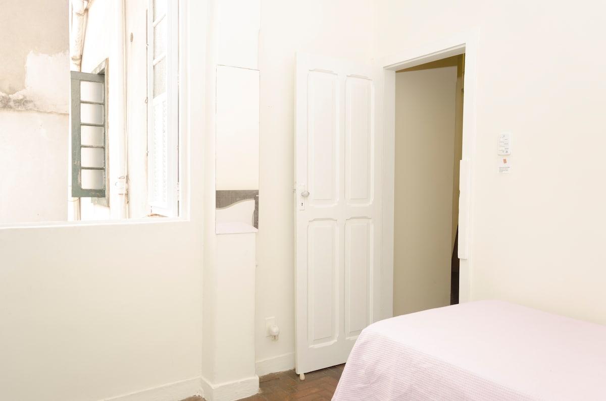 Room in Ipanema so close - CREAM