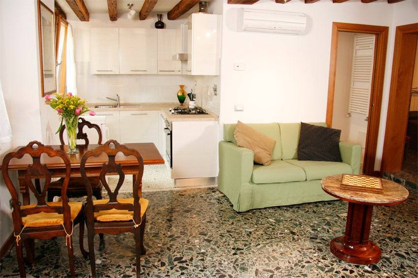 Ca' Rialto_Sunny central apartment