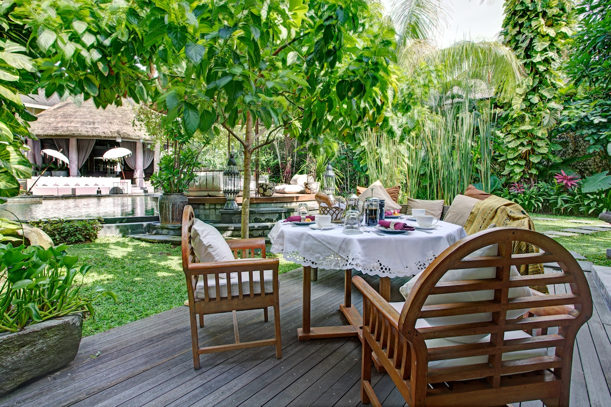 Enjoy outdoor breakfast. Varies from Indonesian Nasi Goreng or Toast with eggs to your liking or any special request? Vegetarian? Halal?