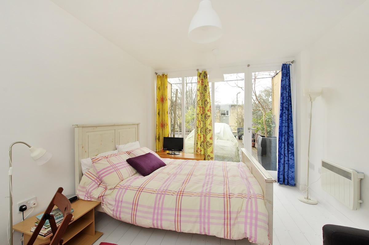 Self contained studio flat in Bath