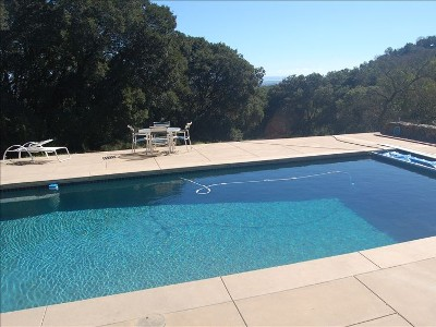 Cottage in the Oaks w/ Pool