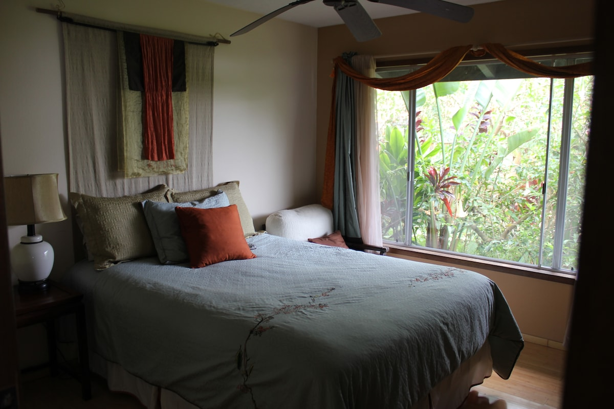 Trumpet flower room with Queen bed and shared bath
