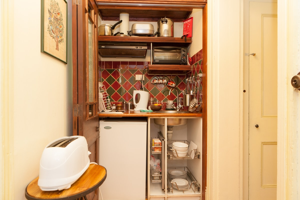 Kitchenette with stove, oven and fridge
