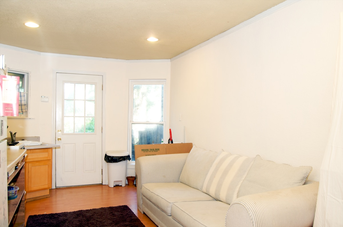 This studio has a large living room area/kitchen which leads to a spacious backyard!