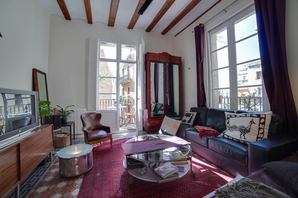 Piso Petritxol living room daytime, light all day
