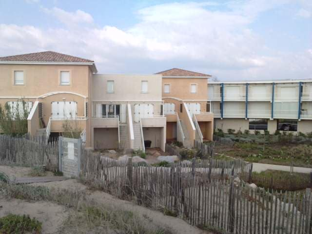 vue de la résidence depuis la plage - Notre maison est celle dont les volets sont ouverts
