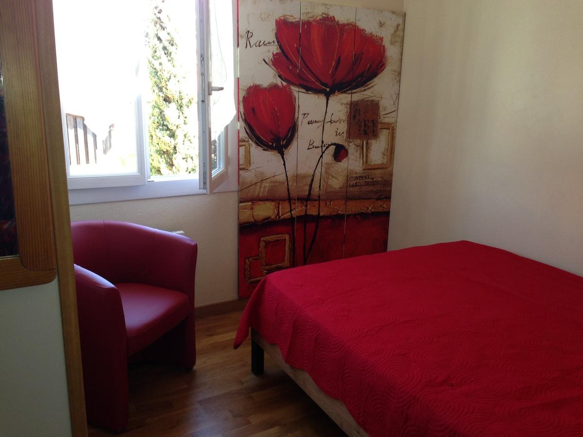 Antibes- room in villa, garden, sea