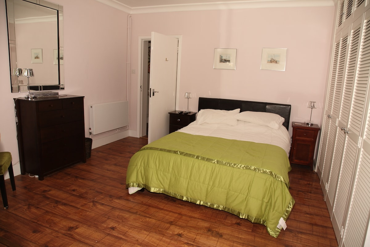 Large main bedroom with king size bed