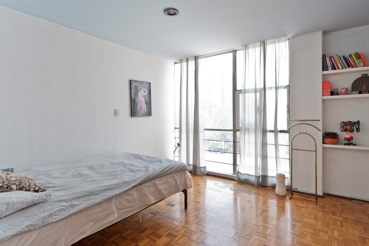 Big Double Bedroom in La Roma