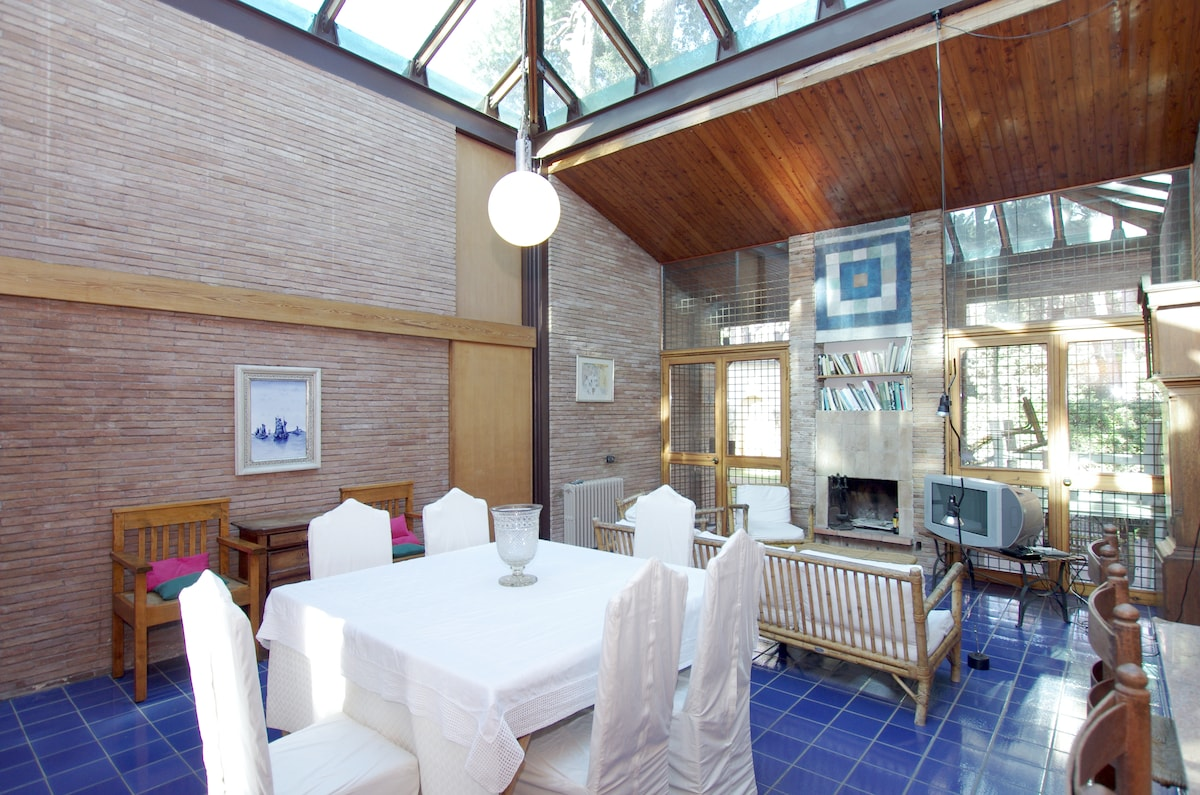 Fregene: villa with a glass roof