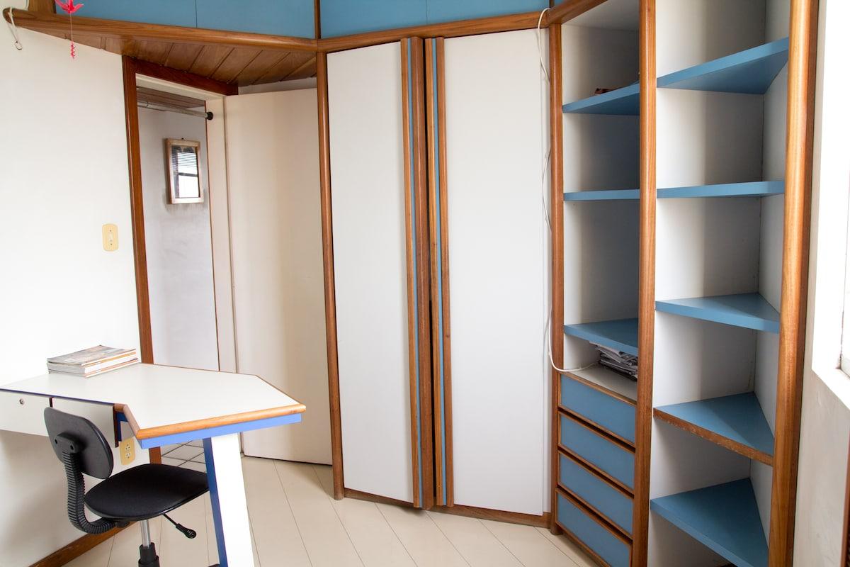 Quarto principal - Main bedroom