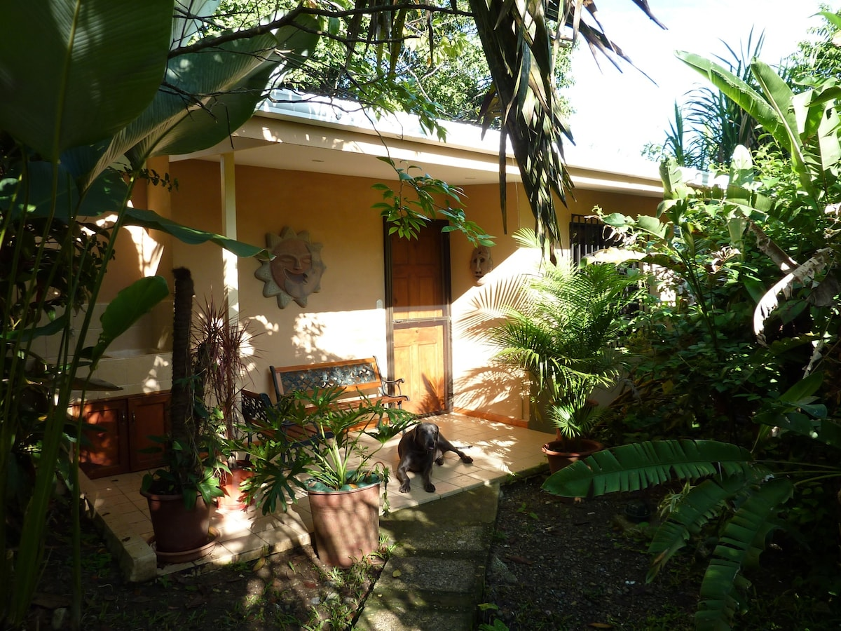 Comfy Manuel Antonio Cottage @ Pete's Place Manuel Antonio La Nina One Bedroom One Bath  AIR CONDITIONED!!
